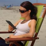 Amazon смеется над iPad в новой рекламе Kindle